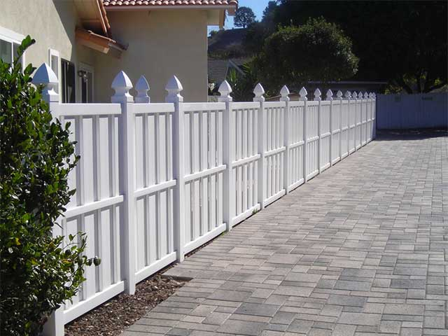 Horizontal Fence With Lattice Top