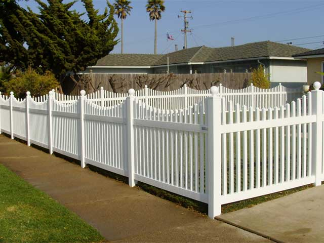 scalloped top vinyl picket fence