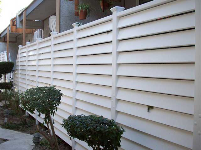 semi privacy vinyl fence