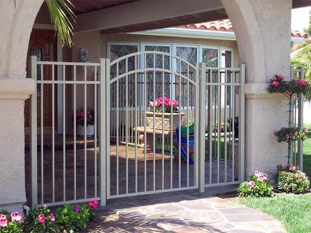 Photo 07 - Aluminum Gate