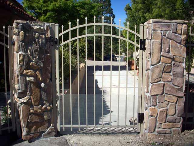 Photo 08 - Aluminum Gate